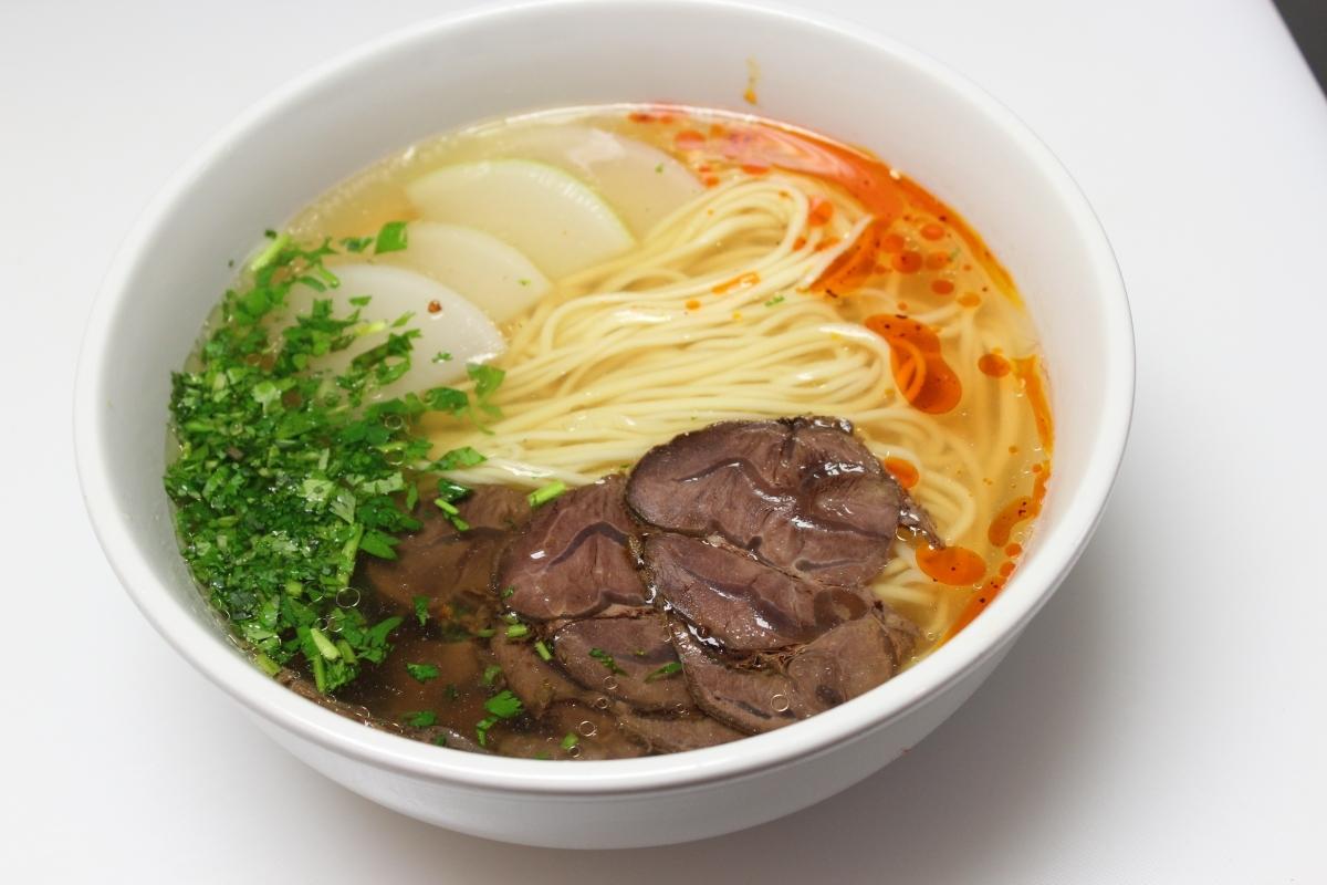 (招牌)清汤牛肉拉面 soup noodle with sirloin 9.99