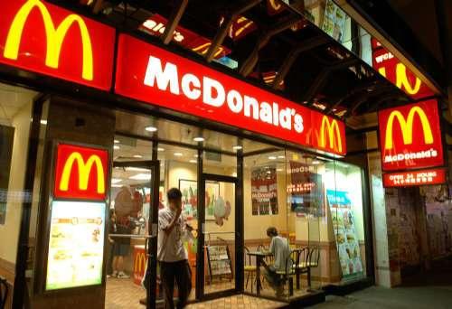 一家麦当劳McDonald's快餐店