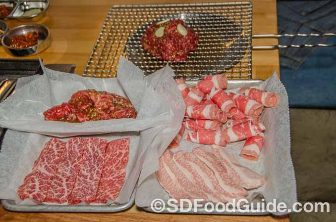 356韩国烤肉(356 Korean BBQ)提供三种不同的烤盘,和优质的牛肉。(图/李旭生)