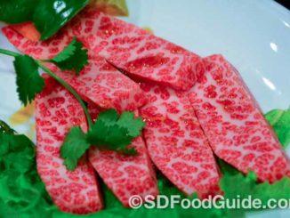 鹤桥烧肉(Tsuruhashi Japanese BBQ)能吃到上等的神户牛肉,图为Kobe无骨小排。(图/李旭生)