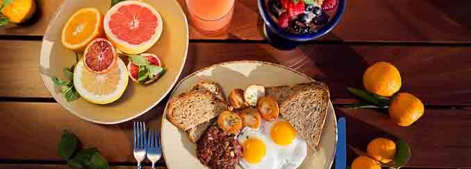 Catamaran度假村内Oceana餐厅的周日早午餐Sunday Brunch Buffet中的精美食品