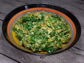 芹菜叶子炒蛋,家人都说比韭菜炒鸡蛋好吃很多,有兴趣的朋友可以尝试一下。(网络图片)