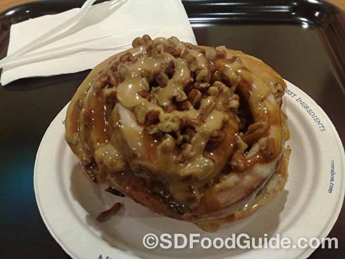 肉桂焦糖核桃卷在所有肉桂卷中尤其不健康。(secretlondon123/Flickr)