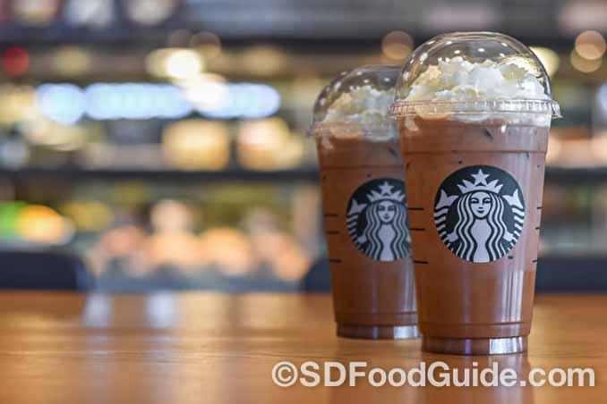 星巴克白巧克力摩卡星冰乐这种加糖咖啡饮料,称得上是液体形态的垃圾食品。(Chinnapong/Shutterstock)