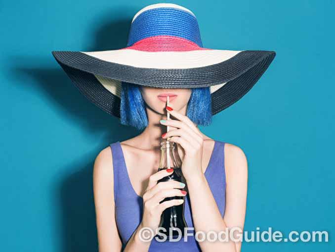 加糖碳酸饮料果糖含量高,是最不健康的液态垃圾食品之一。(photoagent/Shutterstock)
