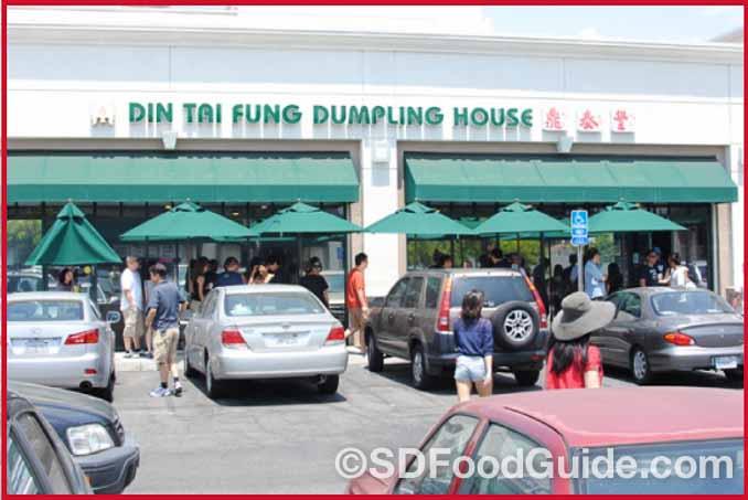 鼎泰丰(Din Tai Fung)在美国洛杉矶Arcadia的第一家分店永远大排长龙。(网络图片)