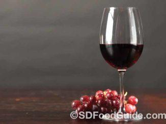黑皮诺(Pinot Noir)是常见的红酒之一。