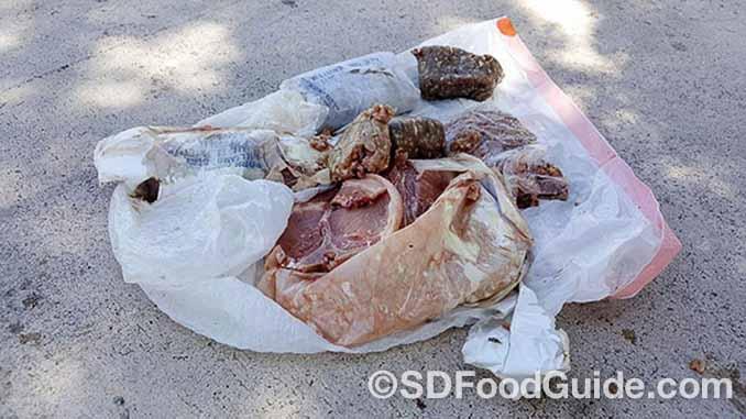佛罗里达的迪尔菲尔海滩(Deerfield Beach)发生了一件怪事。一包重15磅的冻猪肉从天而降,砸在阿代尔(Travis Adair)家的屋顶。