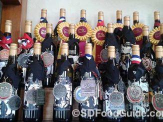 在酒的世界,一瓶酒得分若干,直接影响酒客的选购心理。(网络图片)
