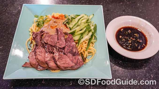 砂锅居新推出京津风味早点,图为牛肉凉面。(摄影:李旭生)